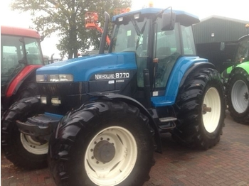 Radtraktor NEW HOLLAND 8770