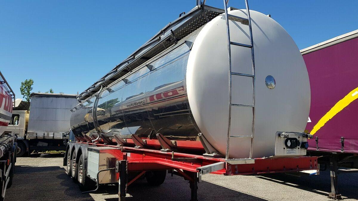 Tank Auflieger Menci SANTI Lebensmittel Milch isoliert 30 Kb 3 Kamm.