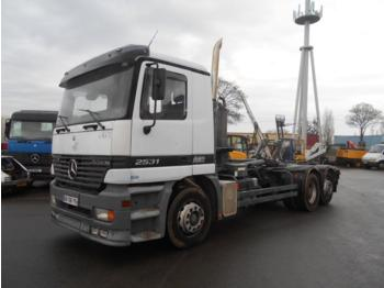 Abrollkipper Mercedes Actros 2531