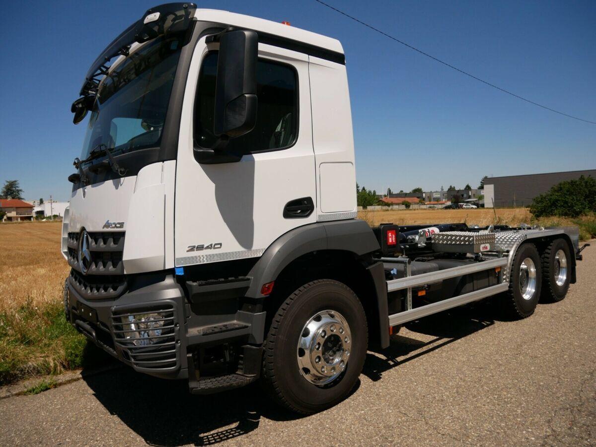 Abrollkipper Mercedes-Benz 3342 6X4 HYVA Abroller