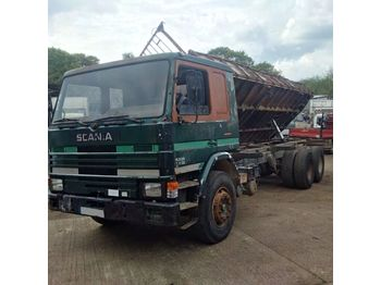SCANIA P82 H 210 left hand drive 6 cylinder 10 tyres 26 ton - Kipper