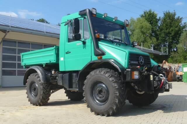 Kipper Unimog 130 - U130 418 mit Heckkraftheber Mercedes