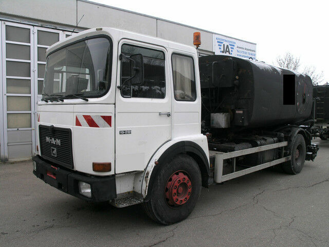 Tank LKW MAN 19 281 BREINING Spritzrampe Asphalt Bitumen Tank