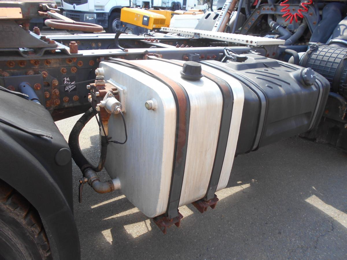 Sattelzugmaschine Renault Kerax 420